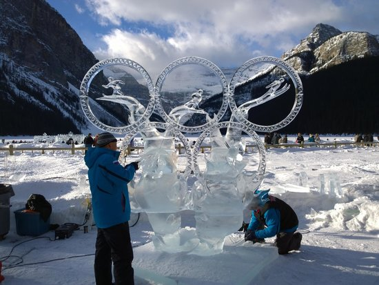 Fairmont Chateau Lake Louise : Ice carving happens every year in January.