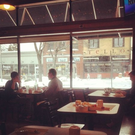 Phoenix Street Cafe: Snowy morning in downtown South haven...