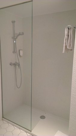 Citadines Ramblas Barcelona: Shower