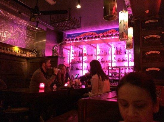 Los Pilones: Interior with bar