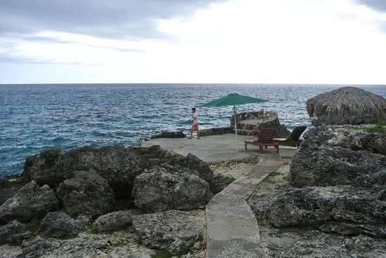 Coral Cottage Jamaica : At the ocean