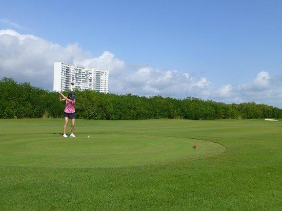Puerto Cancun Golf Course: 3 Tee
