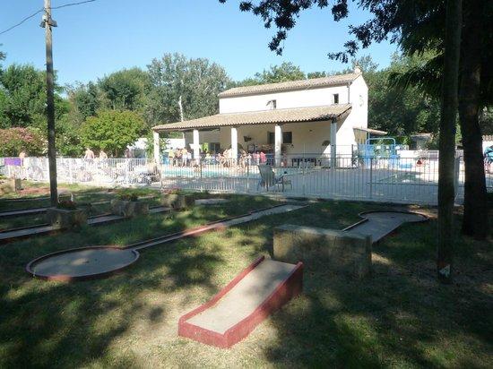 Camping du Lion : Mini golf et piscines