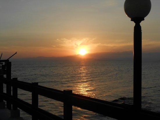 Doubletree Resort by Hilton, Central Pacific - Costa Rica: sunset from the pier on the hotel grounds.