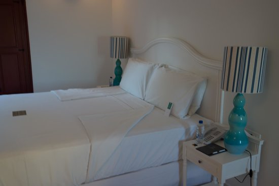 Vedema, a Luxury Collection Resort, Santorini: The bed