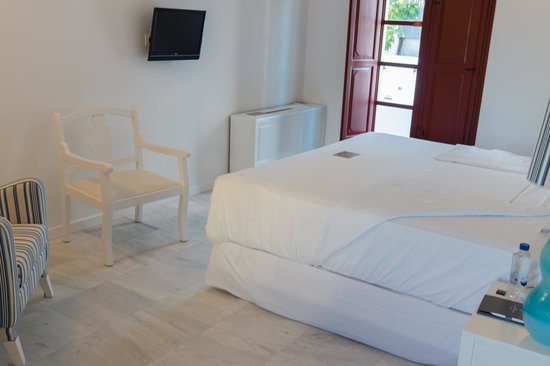 Vedema, a Luxury Collection Resort, Santorini: Bedroom
