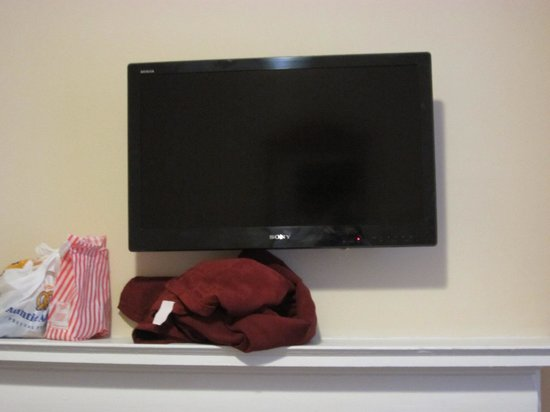 Hotel St. James: Bundled small blankets left by the housekeeper
