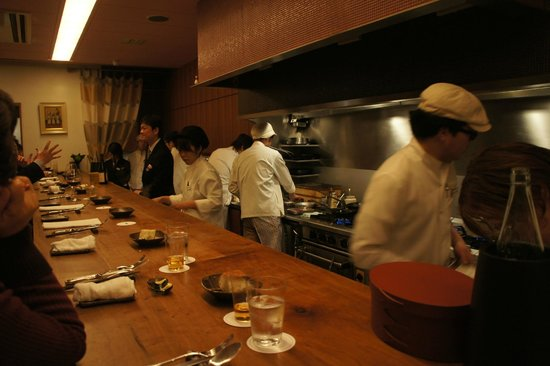 Restaurant Yonemura Gion: The chefs at work. Almost one chef per guest.
