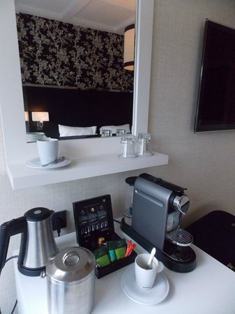 Hotel Notting Hill: Coffee machine