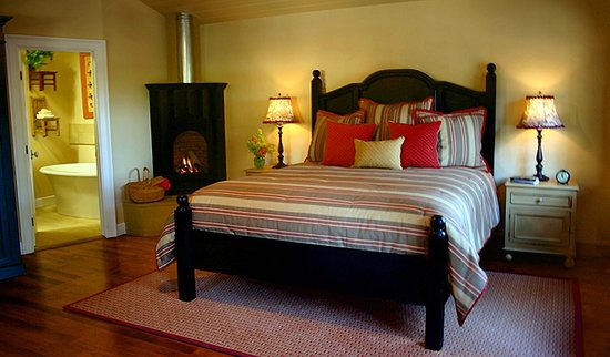 The Cottages of Napa Valley : luxurious king bed