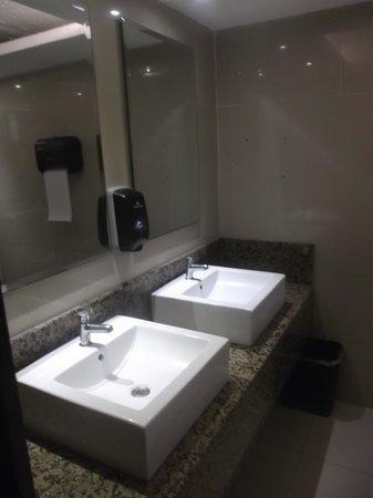 Gamma Campeche Malecon: WC publique brillante de propreté - 8 février 2014.