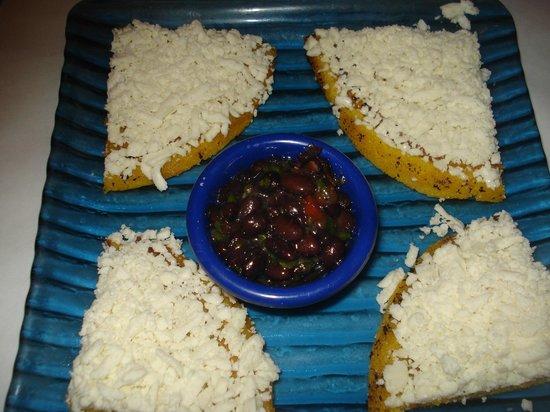 Cabana Restaurant: Arepa con queso