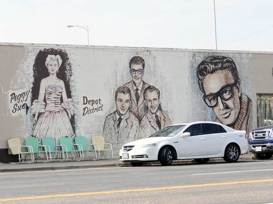 The Buddy Holly Center: Wall Painting on the street across the Buddy HollyWalk of Fame