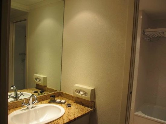 Avignon Grand Hotel: Jolie salle de bain
