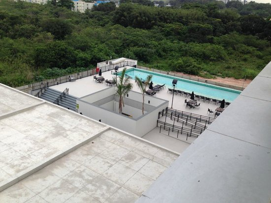 Linx Hotel International Airport Galeão: View of the Pool from Hotel