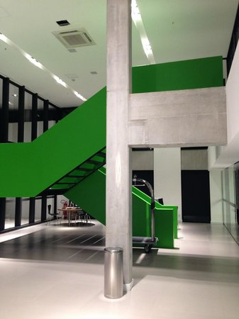 Linx Hotel International Airport Galeão: Stairway from Reception Area to Pool and Fitness Room