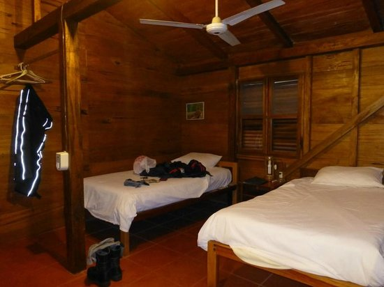 Jungle Lodge El Jardin Aleman : Our room with two beds - seemed to be bigger than twins but smaller than doubles