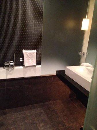 The Beacon: stylish bathroom