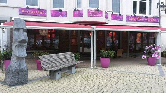 Les Amourettes - L'Isle de Grand-Mere : Restaurant outside
