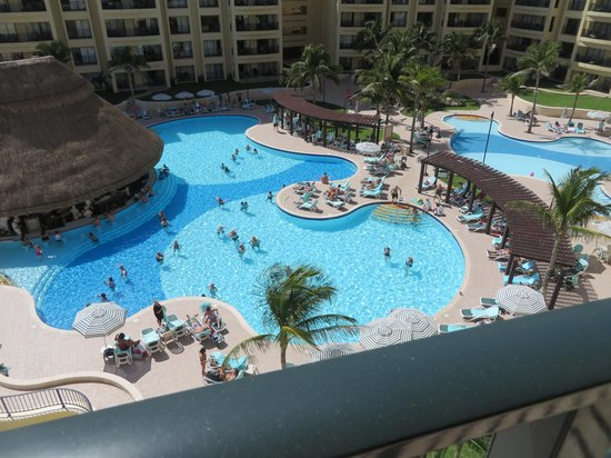 The Royal Sands: pool view