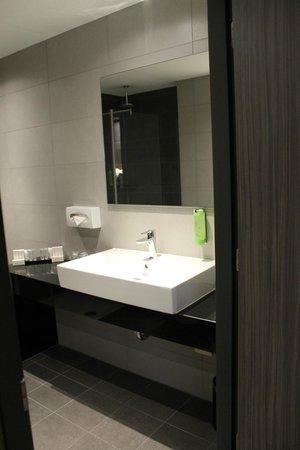 Hotel Golden Tulip Amsterdam West: Das modern eingerichtete Bad