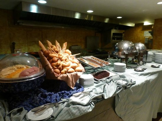 Hampton Inn by Hilton Guayaquil-Downtown : Breakfast buffet had wonderful selection of food!