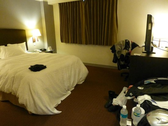 Hampton Inn by Hilton Guayaquil-Downtown : Our room - please excuse all the motorcycle gear strewn about