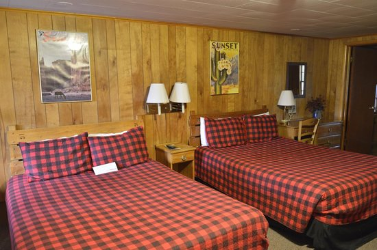 Country Lodge: beds in second room