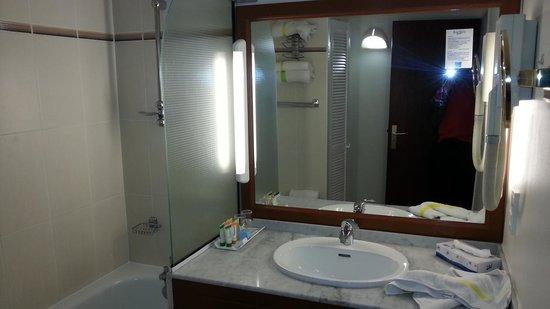 The infinity pool picture of karibea valmeniere hotel for Darty salle de bain