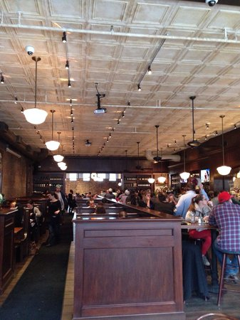 Lincoln Tavern and Restaurant : Main room