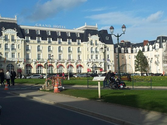 Le Grand Hotel Cabourg - MGallery Collection: Façade vue jardin du Casino