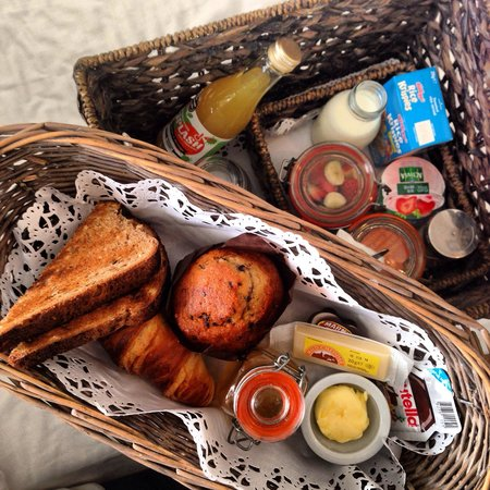 Five Hotel: Breakfast for 1 delivered in a basket. Delicious and fresh!