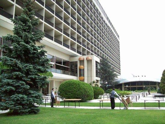 Hilton Istanbul Bosphorus: Back side of the hotel
