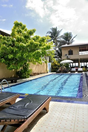 Drifters Hotel and Beach Restaurant: piscina puro relax