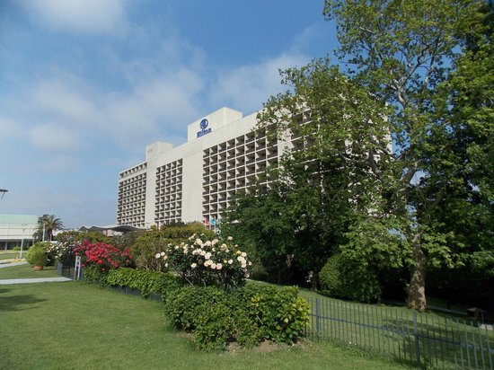 Hilton Istanbul Bosphorus: Front side of the hotel