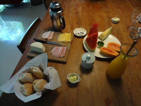Casa Colonial Paraty: Typical breakfast spread (for two!!!)