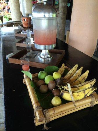 Nannai Resort & Spa: Fruits and fruit caipirinhas for lunch