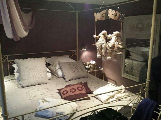 La Malle Poste Rochefort : Très belle chambre baldaquin