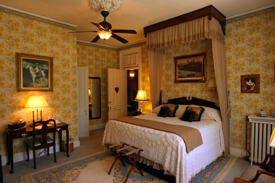 Pinehill Inn Bonaparte Room