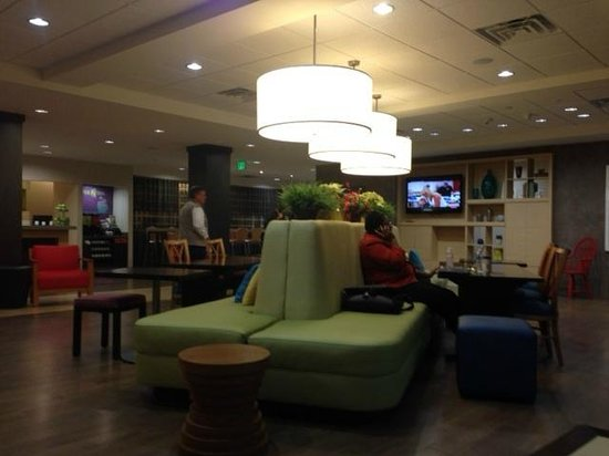 Home2 Suites Charleston Airport / Convention Center: Lobby
