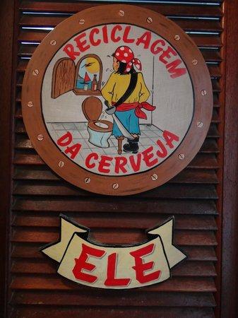 Restaurante Capitania Dos Copos : Banheiro masculino, a placa já diz tudo.