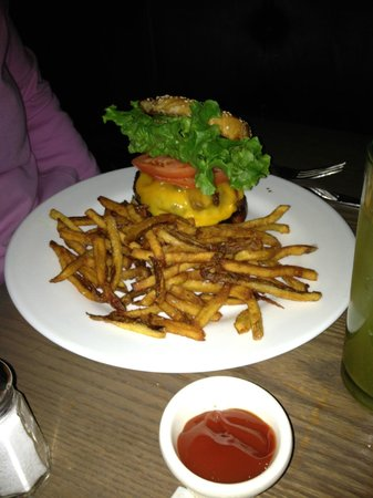 """Excelsior Hotel: Tuna Burger @ """"Spring"""" on Columbus Ave"""