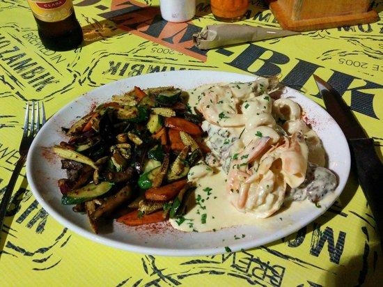 Mo-Zam-Bik: Steak, prawns and vegetables