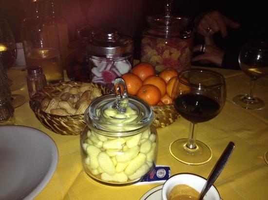 L'Immagine Ristorante Bistrot : na het eten, gratis snoepjes, nootjes, clementienen en limoncello
