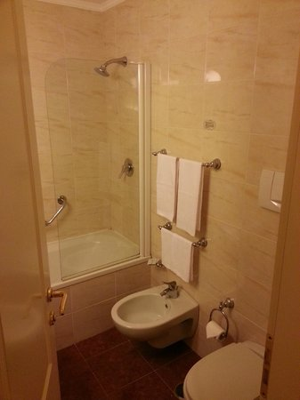 Grand Hotel Villa Politi: Interno bagno