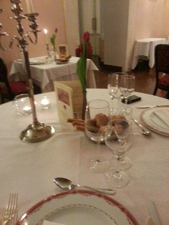 Grand Hotel Villa Politi: Tavolo per cena di san Valentino (un po mossa)