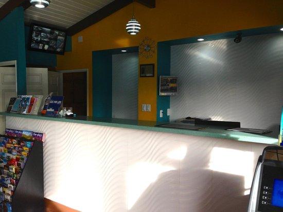 Super 8 Torrance LAX Airport Area: Front desk
