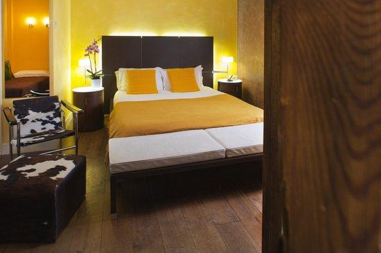 """Hotel des Arceaux: Chambre supérieure n°301 """"Luméo"""" pour 4 personnes"""