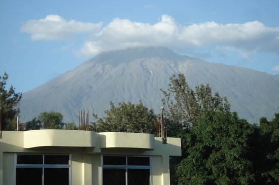 Hotel Flamingo: View of Mt. Meru from window