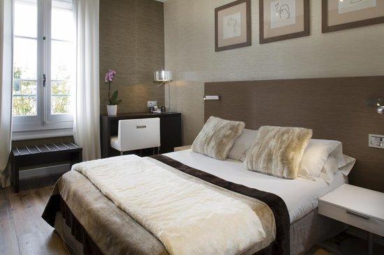 Hotel des Arceaux: Chambre classique n°203 avec vue sur notre superbe jardin